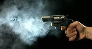 समलैंगिक संबंध को छुपने और एक लाख रुपये की मांग पूरी न होने पर एक दोस्त ने दूसरे दोस्त की गोली मार की हत्या
