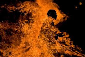 पारिवारिक विवाद के चलते युवक ने खुद को किया आग के हवाले